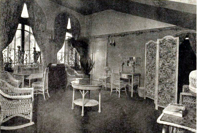 Columbia Theatre, Portland, Oregon in 1917 - Ladies rest room