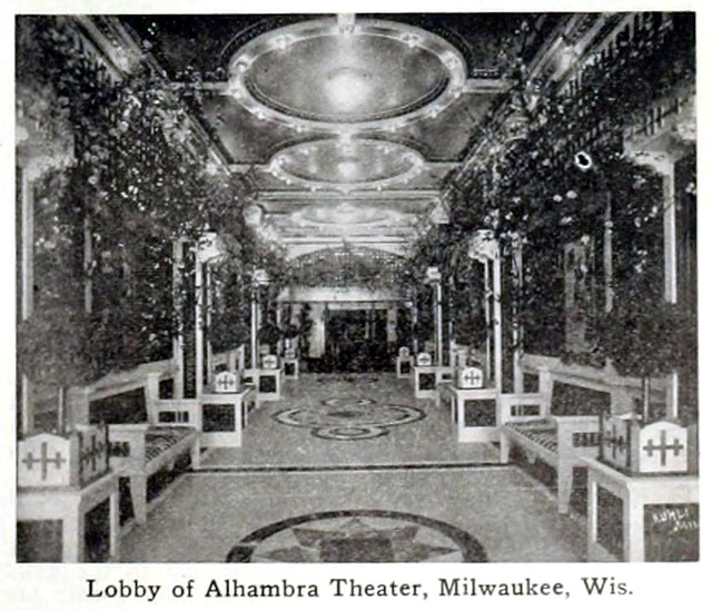 Alhambra Theatre, Milwaukee, Wisconsin in 1916 - Lobby