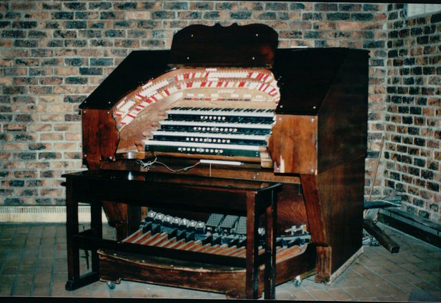 Wurlitzer console of the
