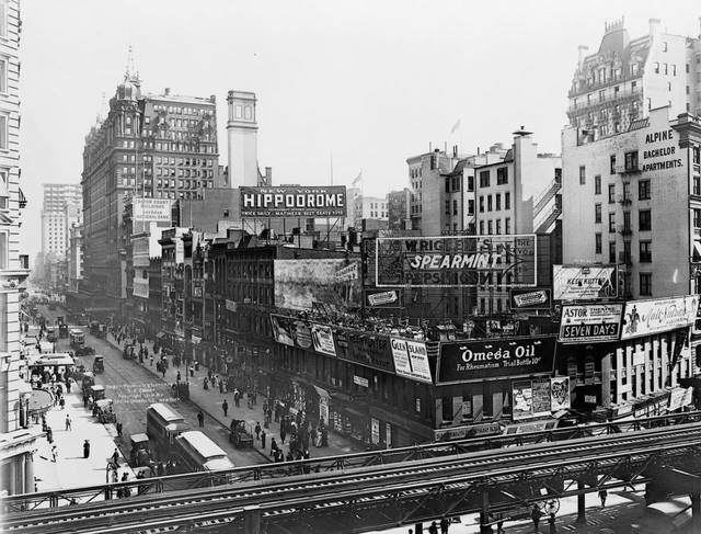 1910: 34th Street and 6th Avenue, shot from the roof of Macy's, looking east. Photo & copy courtesy of the Bowery Boys website. http://theboweryboys.blogspot.ca/2009_08_01_archive.html